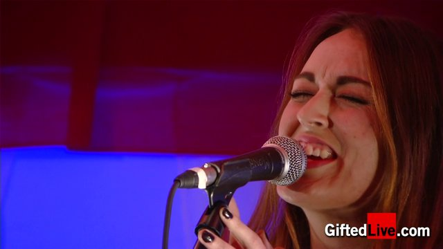 Roisin O 'You Owe Me A Drink' performed for GiftedLive.com on 22/11/12
