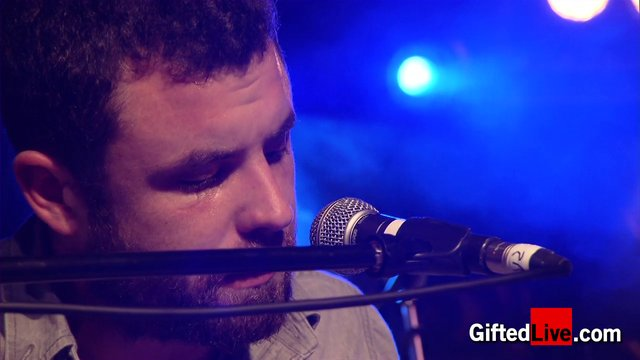 Mick Flannery 'Safety Rope' performed for GiftedLive.com on 08/11/12